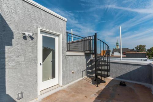 Roof-top patio